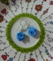 Orecchini rose color azzurro fimo