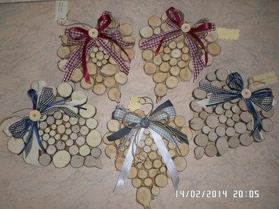 cuori fuori porta in legno decorati a mano