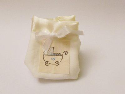 Sacchetto portaconfetti in cotone e satin: per una bomboniera sofisticata ed elegante ma semplice