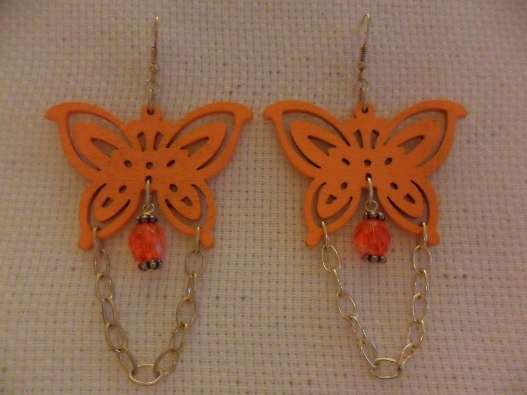 Orecchini con farfalla arancione