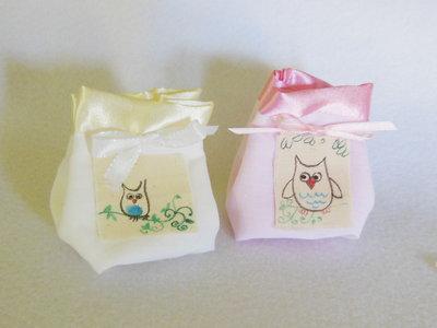 Set di 5 sacchetti portaconfetti: le bomboniere in cotone e satin con piccoli 'gufi'