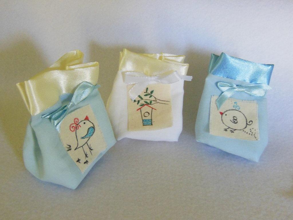Set di 40 sacchetti portaconfetti: le bomboniere in cotone e satin con tema ' uccellini'