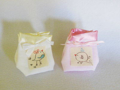 Set di 50 sacchetti portaconfetti: le bomboniere in cotone e satin con tema 'piccoli uccellini'