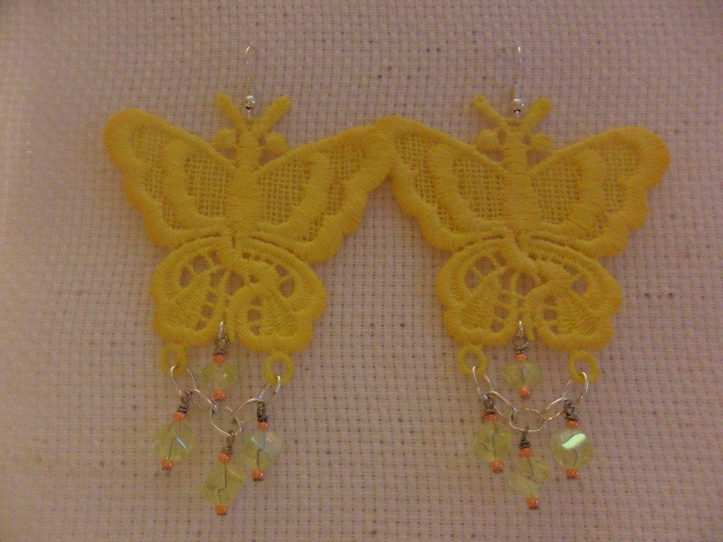 Orecchini in pizzo a farfalla