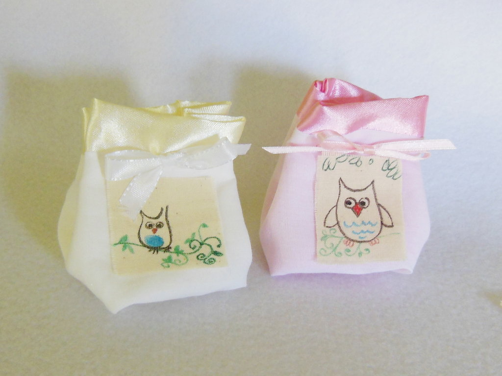 Set di 15 sacchetti portaconfetti: le bomboniere in cotone e satin per il battesimo. la comunione, la cresima della vostra bambina/o