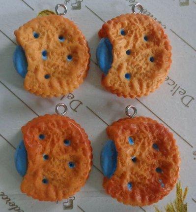 4 Biscotti Farciti al Mirtillo in Resina