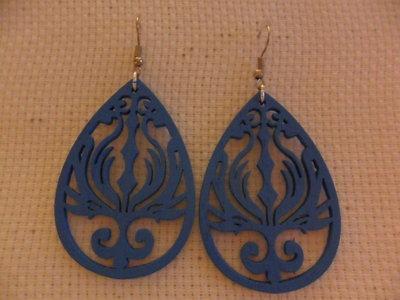 Orecchini in legno blu