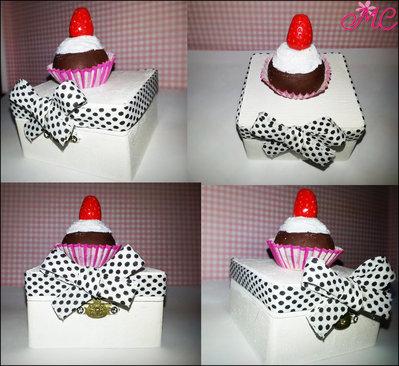 Mini portagioie con cupcake con fragola