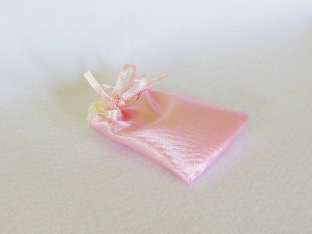 Set di 10 sacchetti per confetti in satin: per bomboniere eleganti ed economiche