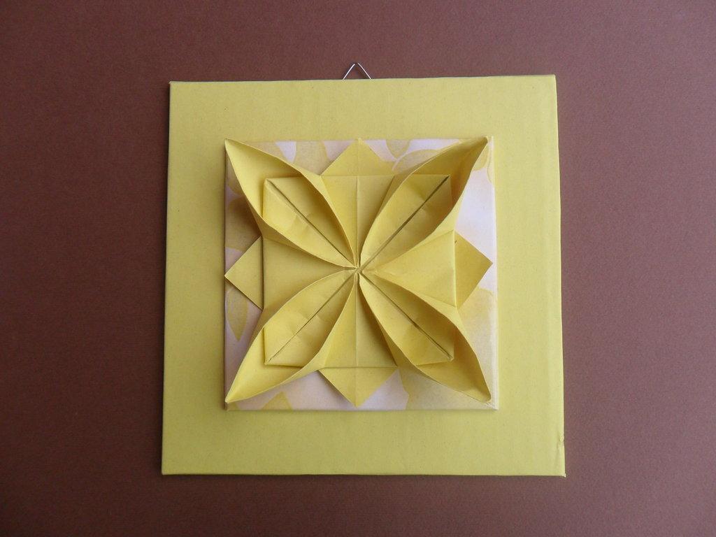 Quadretto con fiore origami