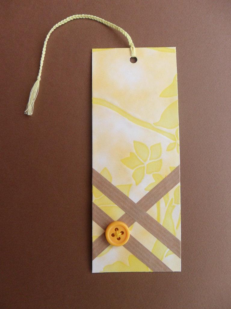 Segnalibro di carta giallo