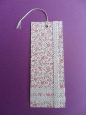 Segnalibro di carta a fiori rosa