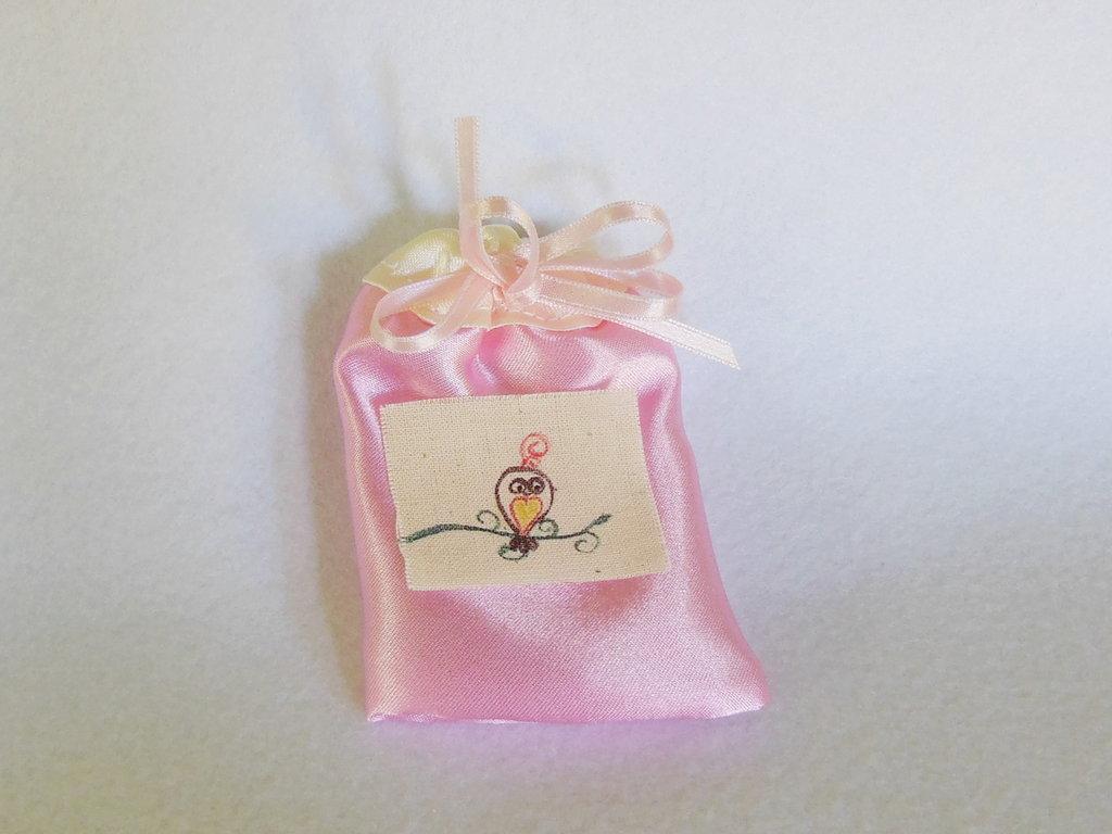 Sacchetti per confetti in satin: per bomboniere eleganti ed economiche