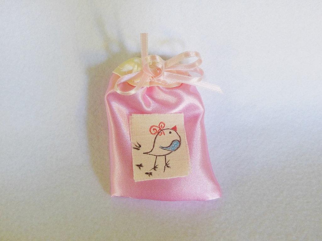Set di 10 bomboniere in satin rosa o celeste con cornice: il sacchetto portaconfetti per il vostro bambino