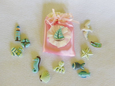 Sacchetti per confetti in satin a tema marino: per bomboniere eleganti ed economiche