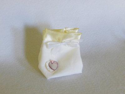 Sacchetto portaconfetti in cotone e satin : per una bomboniera sofisticata ed elegante ma semplice