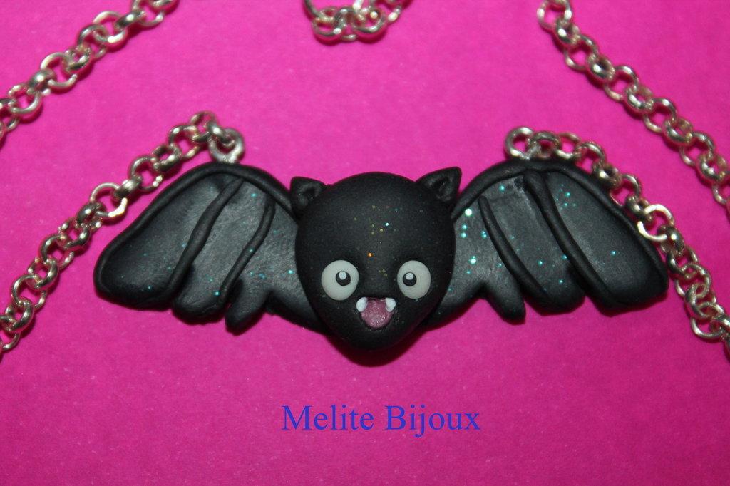 Collana Pipistrello - Nero con brillantini e occhi fosforescenti - pasta modellabile Fimo