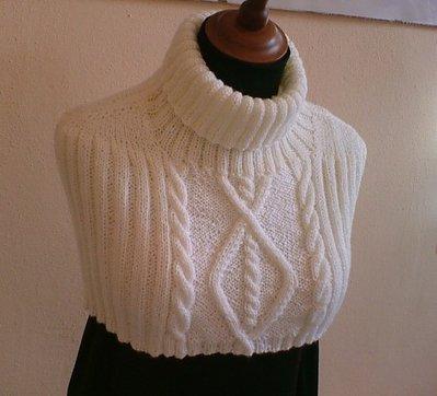 Shrug-scarf-capelet-mini-poncho-mangolia-white
