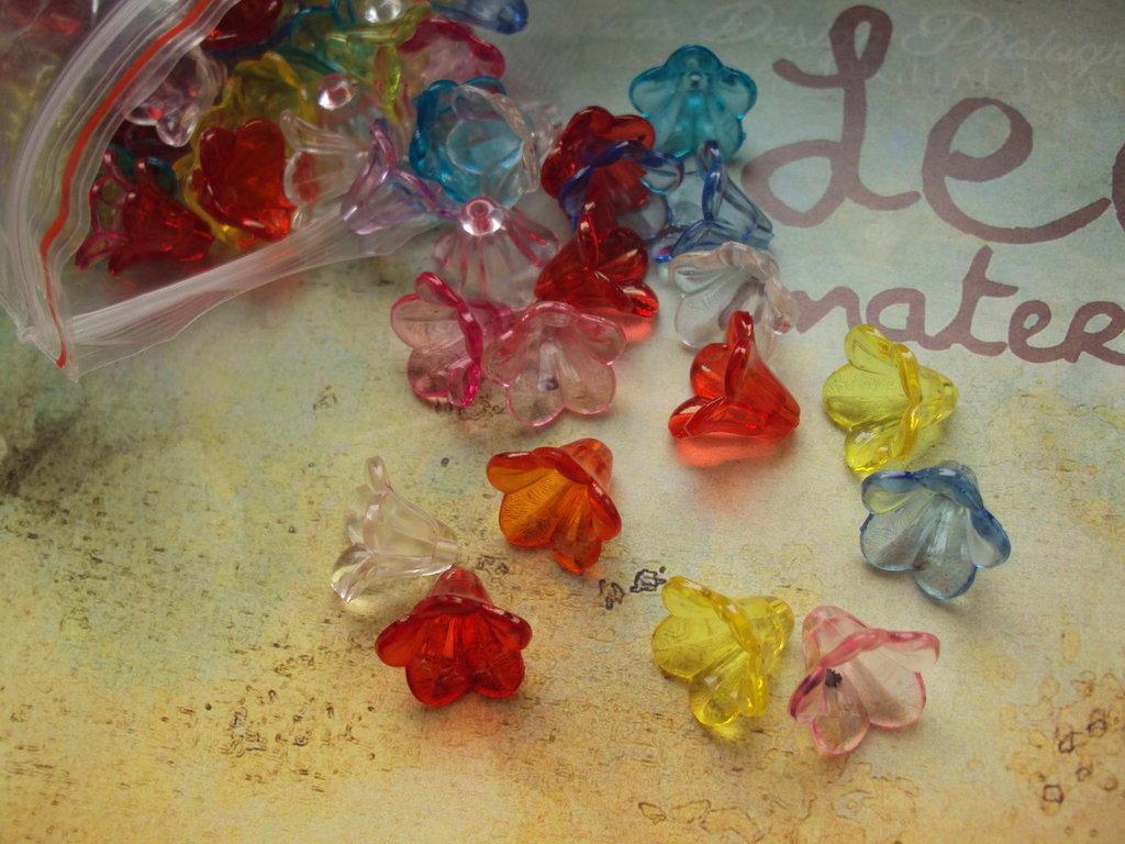 10 fiorellini multicolor con foro