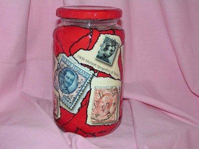 barattolo decorato con francobolli (Gronchi rosa)
