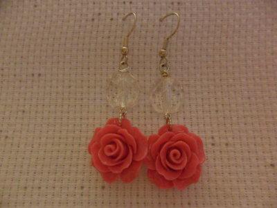 Orecchini pendenti con rosa