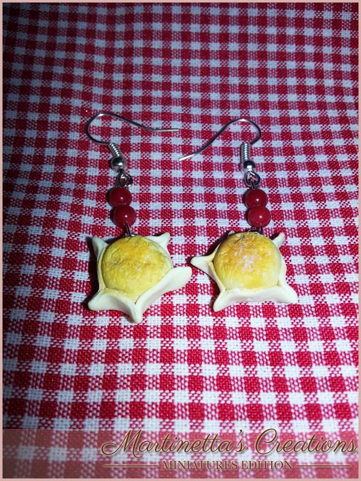 Orecchini pendenti Pardule dolce tipico sardo in fimo da 1 cm ca. e perline di corallo, realizzati totalmente a mano
