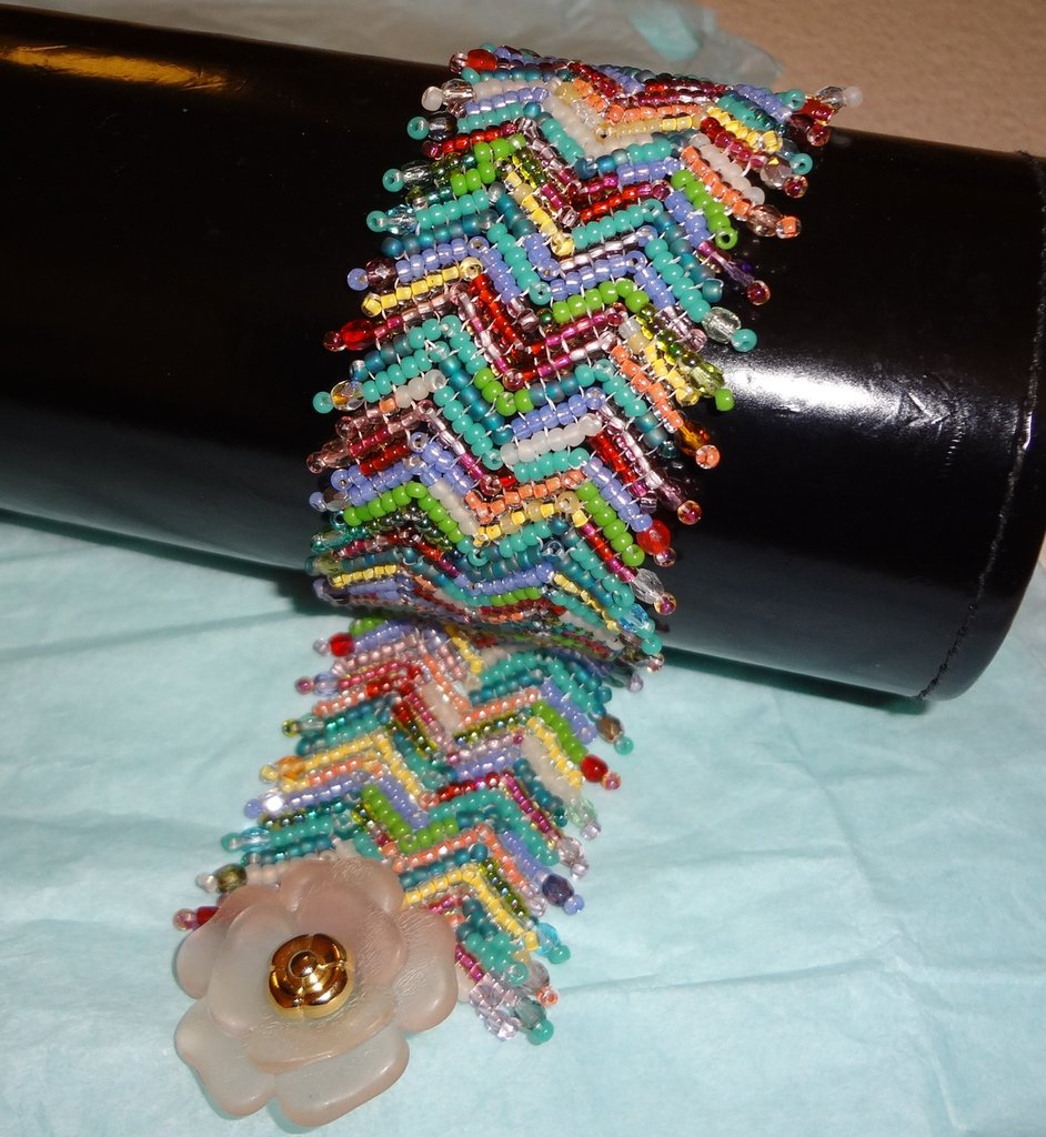 braccialetto peyote zig zag colori Missoni bottone vintage