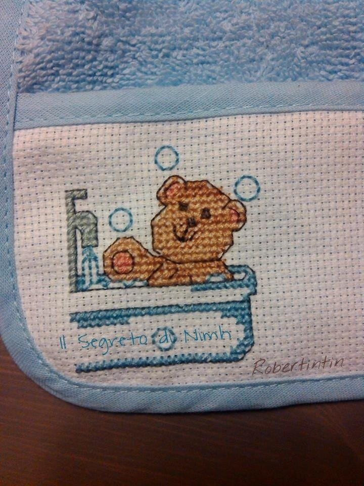 Bavaglino punto croce teddy in bath bambini per la for Punto croce bagnetto