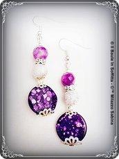 Orecchini pendenti in agata viola e madreperla.