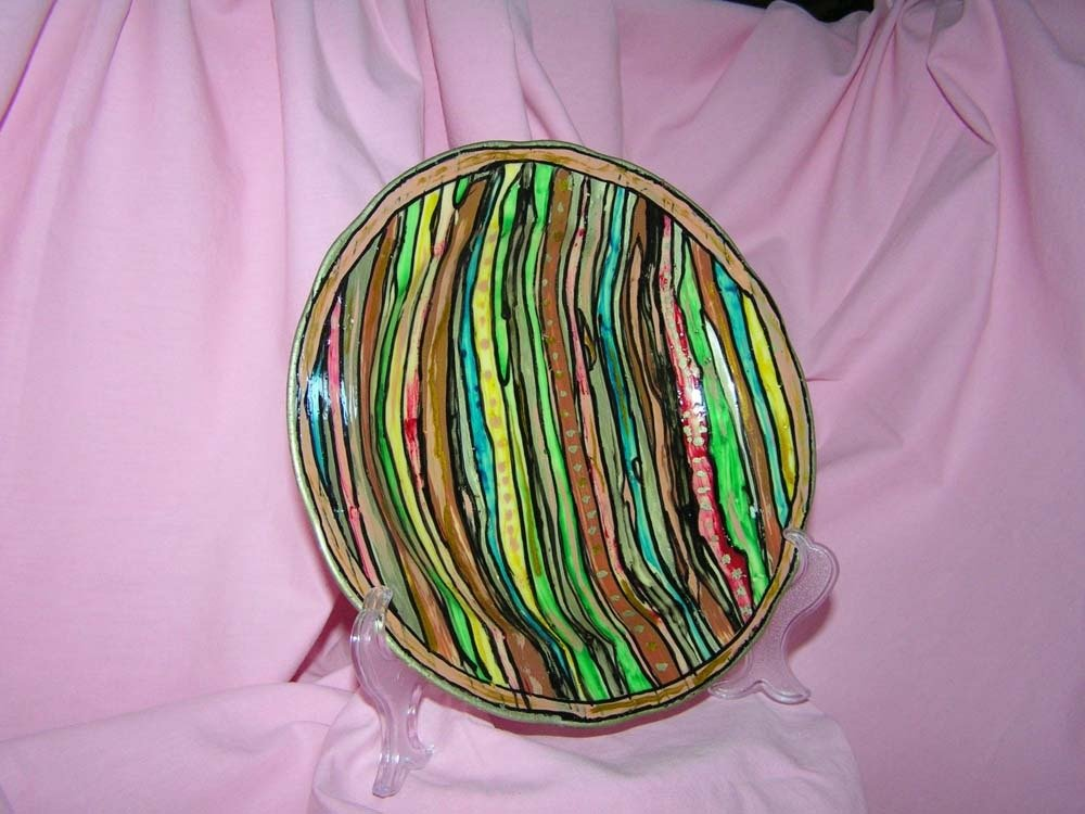 piatto da esposizione a righe di  vari colori