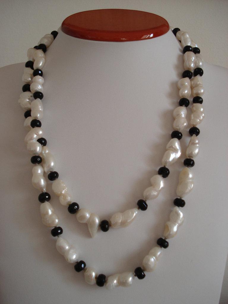 Collana sautoir di perle e onice nero