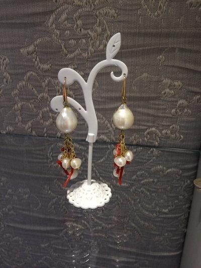 orecchini pendenti perle e corallo