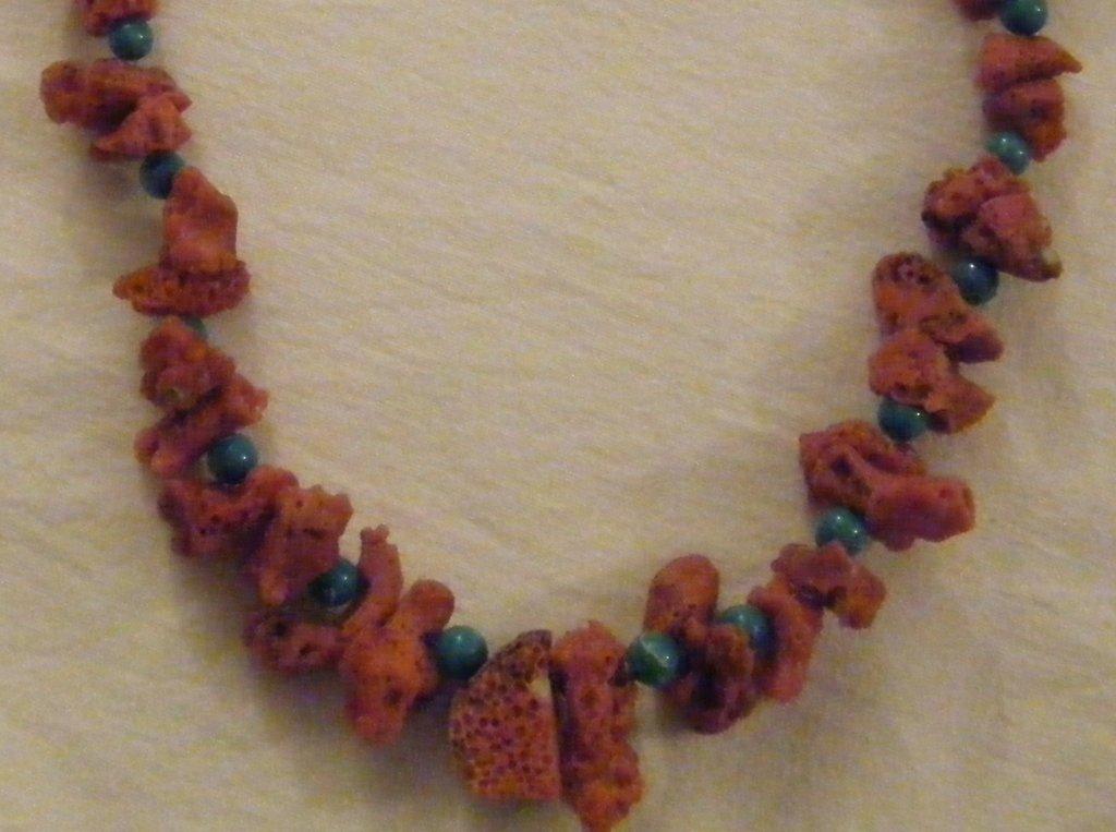 collana con corallo e turchese