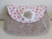 Pochette in lino melange con fiore crochet