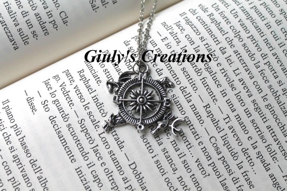 Collana con medaglione La Rosa dei Venti ispirato alla saga Game of Thrones - Il Trono di Spade bussola con i 4 stemmi delle case logo