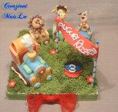 Cake topper trenino con animali in pasta di mais