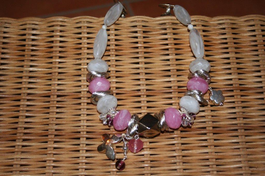 girocollo bianco e rosa