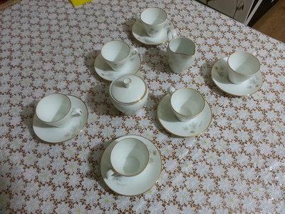Servizio da caffè in porcellana con oro zecchino