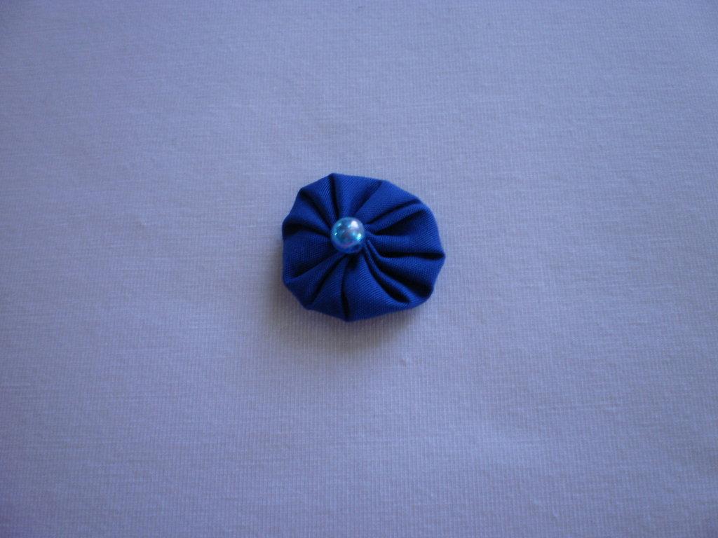 Yo-yo circolare (diametro 3 cm) di stoffa color azzurro