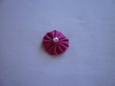Yo-yo circolare (diametro 3 cm) di stoffa color fucsia