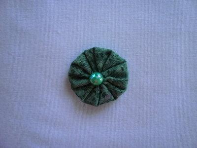 Yo-yo circolare (diametro 3 cm) di stoffa color verde