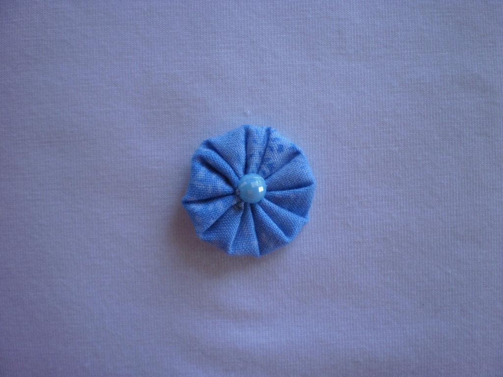 Yo-yo circolare (diametro 3 cm) di stoffa color celeste