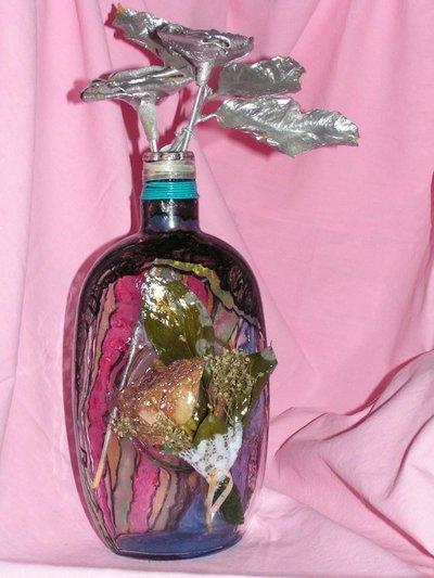 bottiglia  colorata decorata con fiori