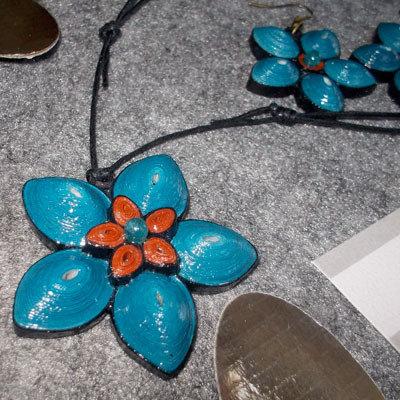 collana e orecchini fiori avion