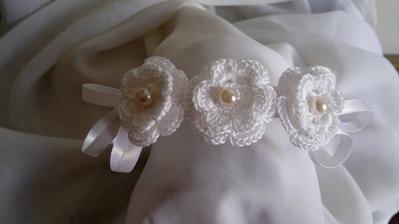 acconciatura cerchietto prima comunione con fiori uncinetto