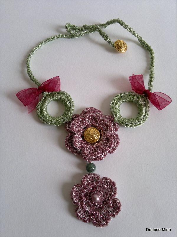 collana uncinetto rosa antico in lurex