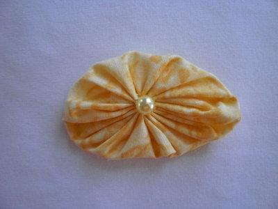 Yo-yo ovale di stoffa color giallo