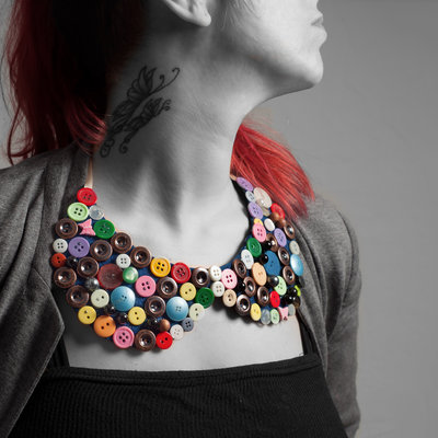 collar jewel with colored bottons