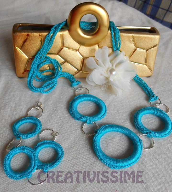 Collana e braccialetto all'uncinetto con cerchi fatta a mano turchese