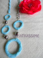 Collana all'uncinetto con cerchi e catena fatta a mano turchese lamé